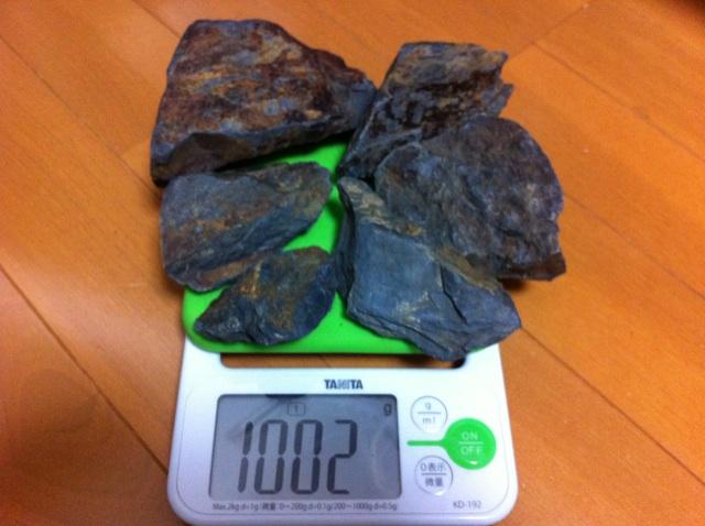 閃ウラン鉱1kg詰め