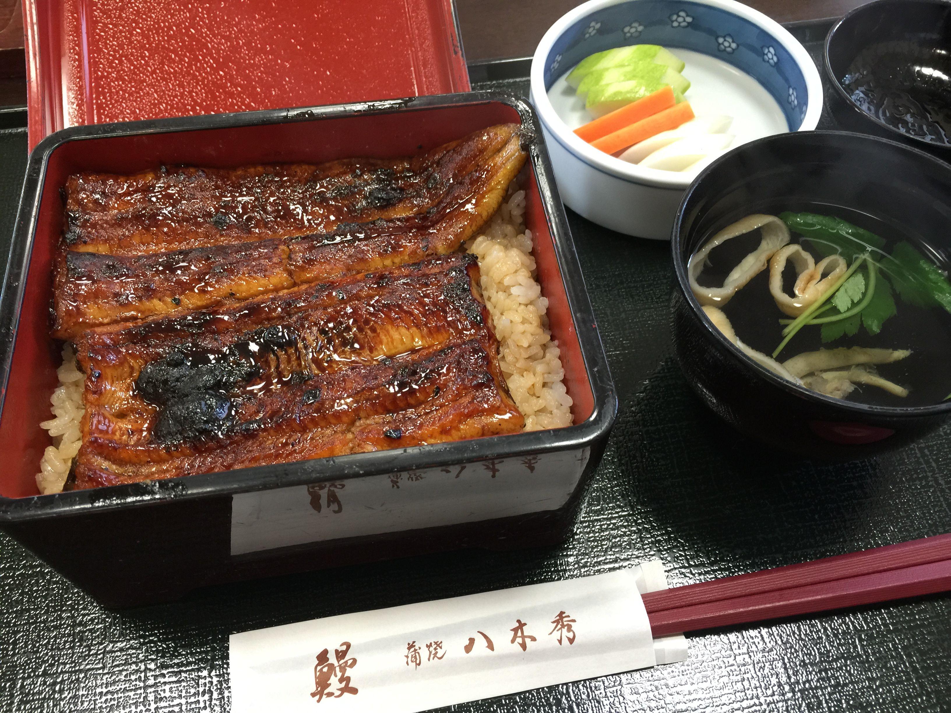 鰻丼にとろろをかけた鰻とろはバツグンの相性です